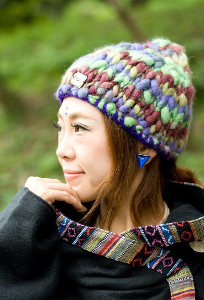もこもこニット帽-フリース付き 【紫×グリーン系】の写真