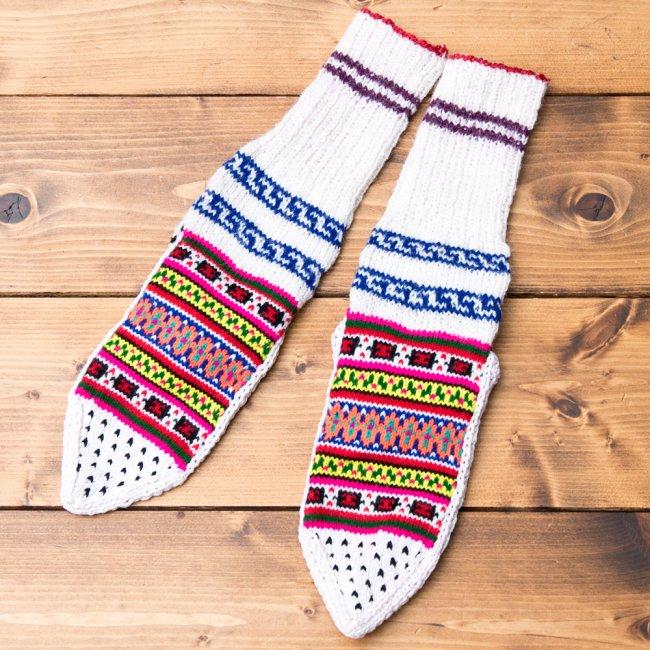 マナリの靴下 - カラフルアクリル 3 - 表面を広げてみました。もこもこしているので足元に程よいボリュームが出ますよ。
