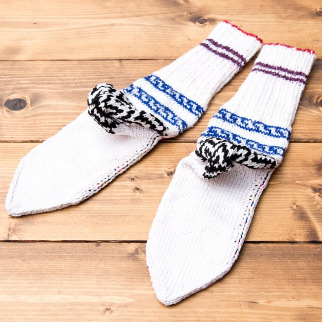 マナリの靴下 - カラフルアクリル 4 - 裏面を広げてみました。踵が可愛いですね。