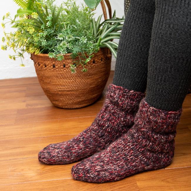 足元を優しく彩る マナリの靴下 - MIX 3 - サイズ23cmのスタッフ着用例です。