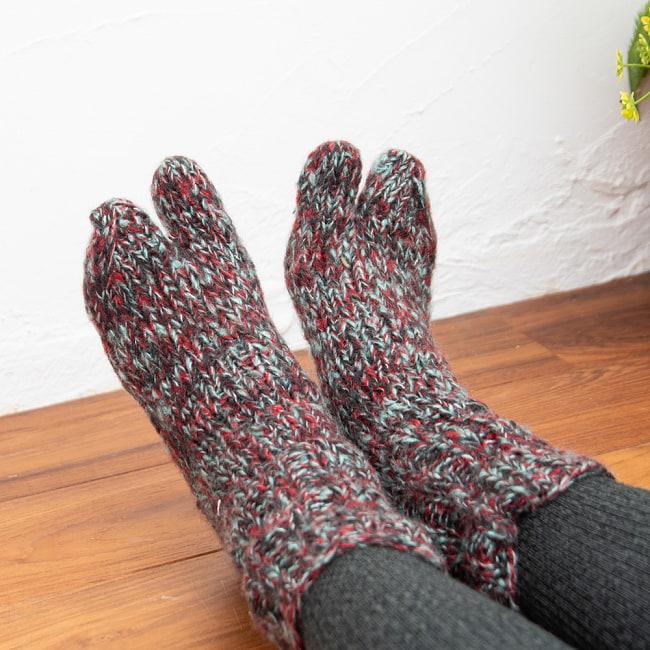 足元を優しく彩る マナリの靴下 - MIX 4 - こちらは足袋デザイン。親指の離れた健康的なデザインで足元ぽかぽか!
