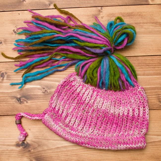 フェルトのポンポン ニット帽 - ピンク 3 - 全体のデザインはこのような感じです。