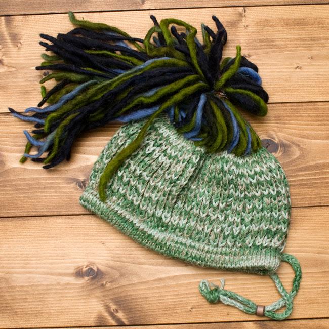 フェルトのポンポン ニット帽 - グリーン 3 - 全体のデザインはこのような感じです。
