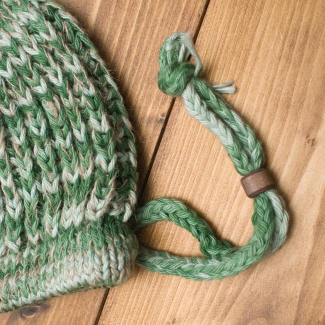 フェルトのポンポン ニット帽 - グリーン 6 - ここで若干の調節ができます。