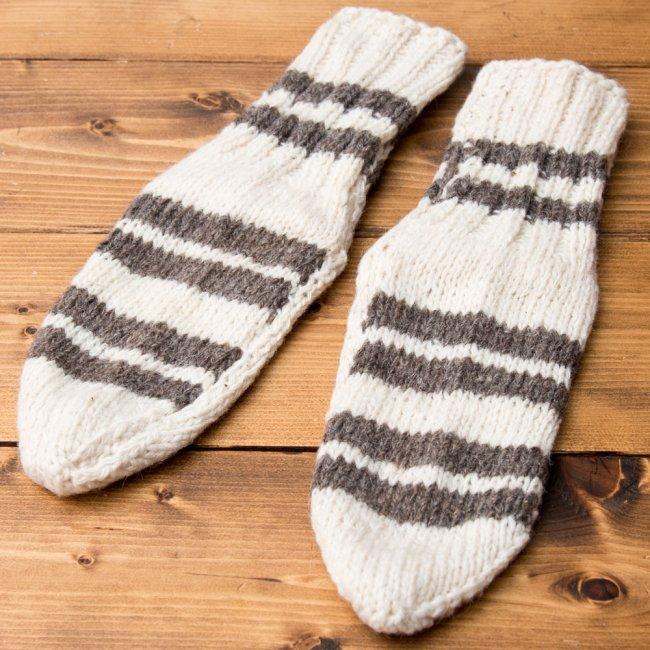 マナリの靴下 - シンプルウール 3 - 表面を広げてみました。もこもこしているので足元に程よいボリュームが出ますよ。