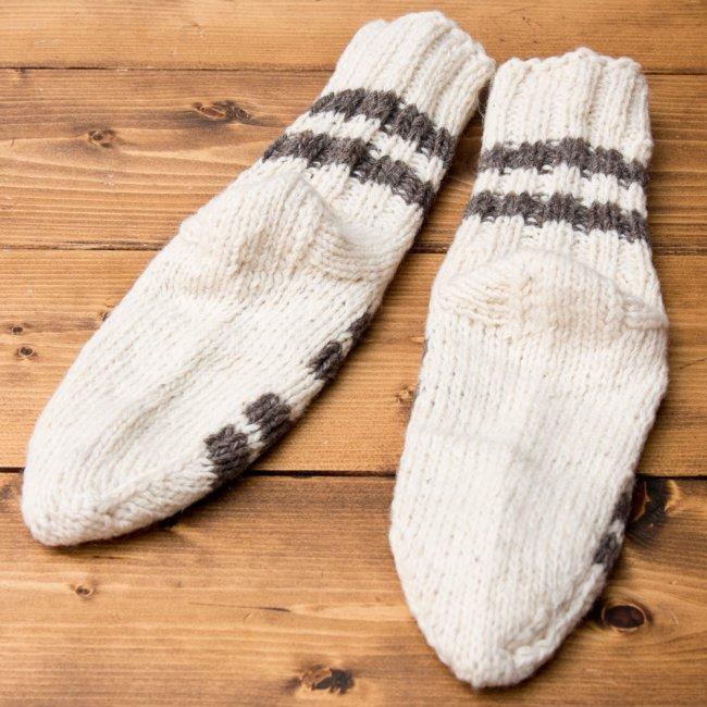 マナリの靴下 - シンプルウール 4 - 裏面を広げてみました。踵が可愛いですね。