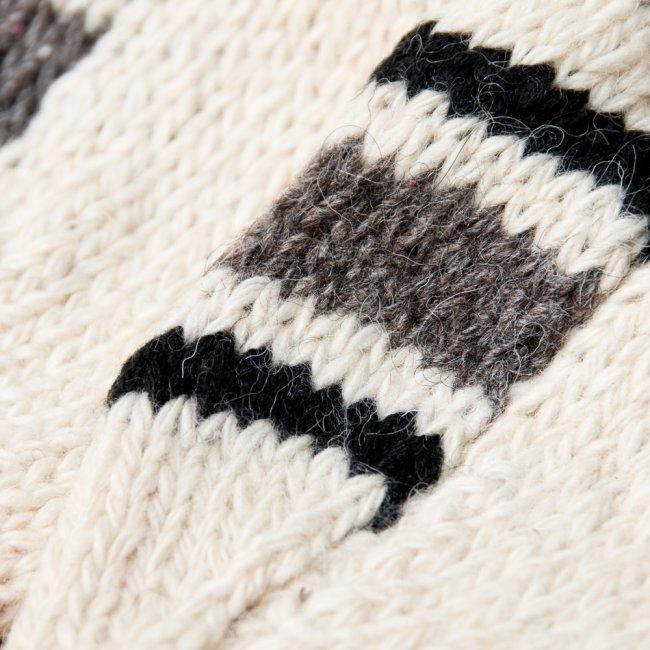 マナリの靴下 - シンプルウール 9 - 丁寧に手編みされています。