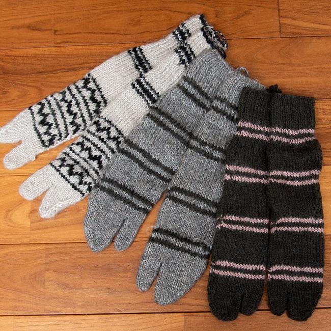 足元を優しく彩る マナリの靴下 - シンプル足袋 2 - ひとつづつ手作りのあったか靴下です。指の離れた足袋デザインです。