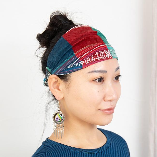 ターイ族の手作りカラフルヘアバンド【1点アソート】 2 - モデルさんの着用例になります。