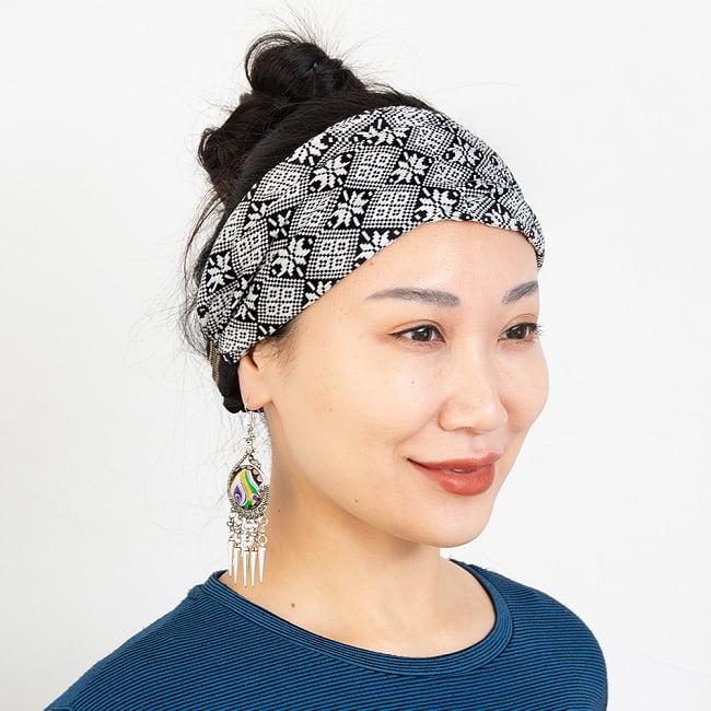 ターイ族の手作りカラフルヘアバンド【1点アソート】 3 - モデルさんの着用例になります。