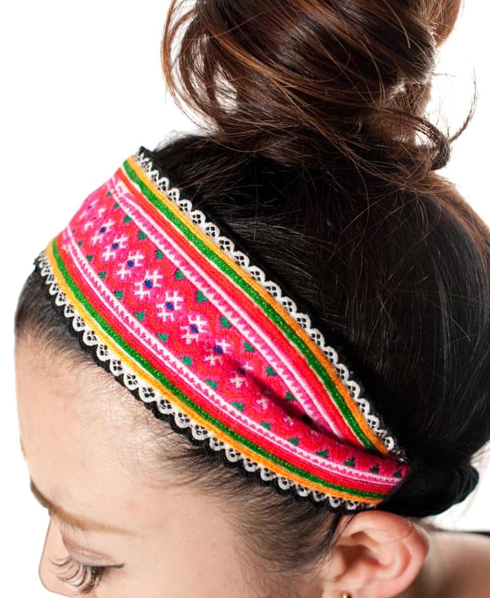 モン族の手作りカラフル刺繍ヘアバンド【1点アソート】 3 - 手作りのあたたかい風合いがあります。