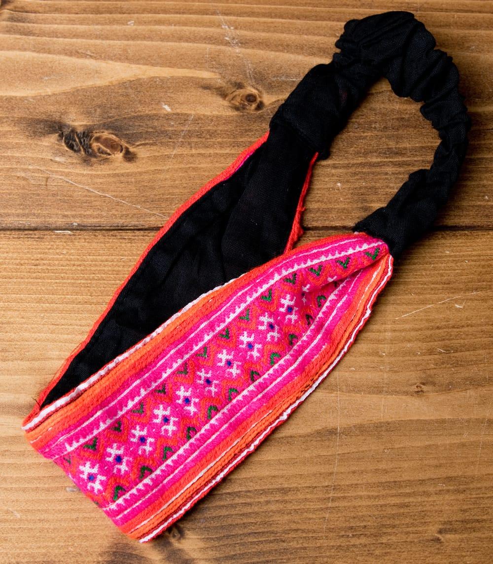 モン族の手作りカラフル刺繍ヘアバンド【1点アソート】 4 - 鮮やかな色彩と、表現豊かな刺繍が綺麗です。