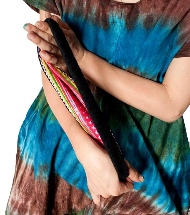 モン族の手作りカラフル刺繍ヘアバンド【1点アソート】 8 - 柔らかく伸びて、優しく頭にフィットします。