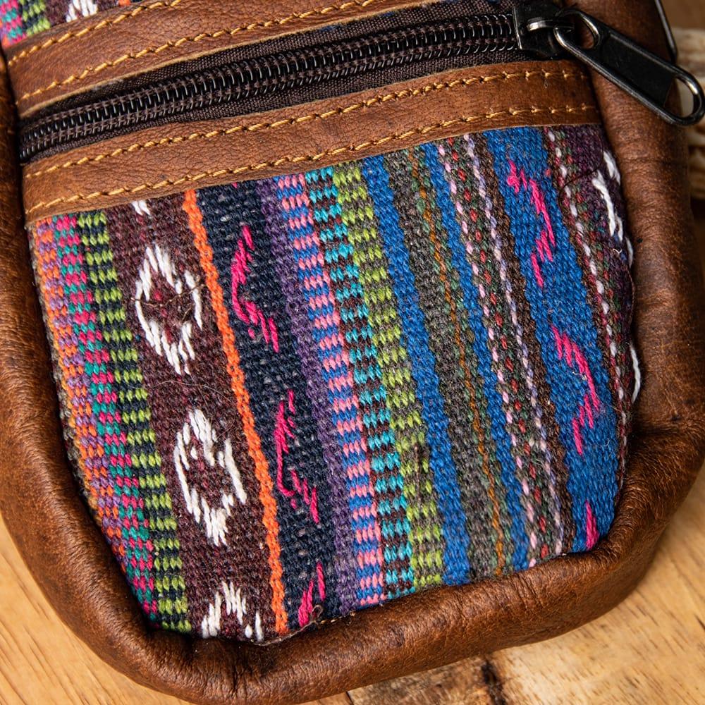エスノ刺繍レザータバコケース - 紫系 2 - 生地の拡大です。「ゲリ」という名前の、しっかりした生地が用いられています。