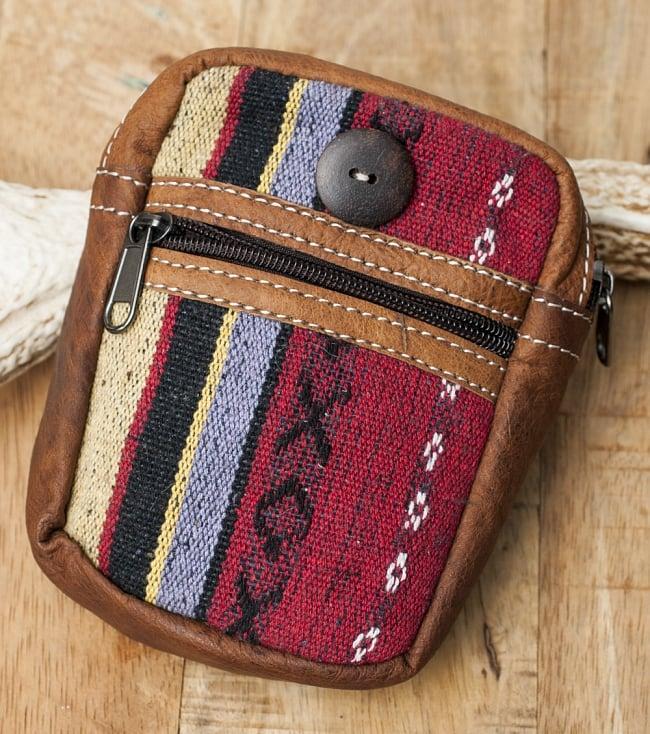 エスノ刺繍レザータバコケース - 赤・ベージュ系の写真