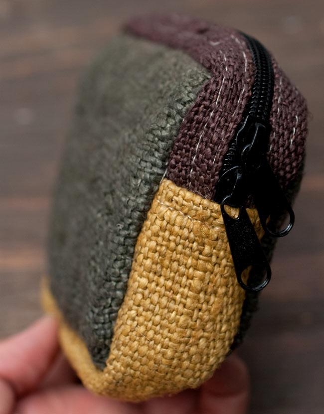 ヘンプとコットンのポーチ【緑×茶×黄色】 4 - 横からの写真です