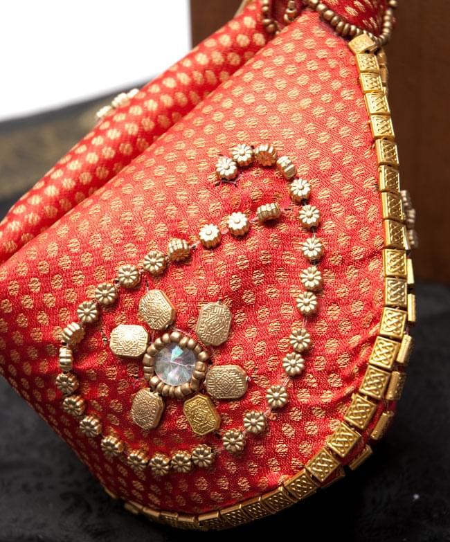 マハラーニ風の丸型おりたたみハンドバッグ - 赤系 2 - 拡大写真です。一品ずつ手作りの為、それぞれ装飾はことなっております。