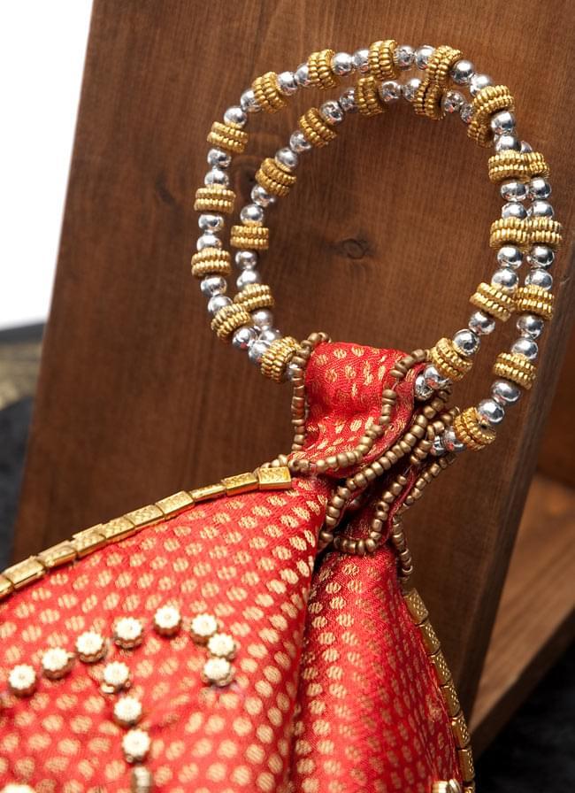 マハラーニ風の丸型おりたたみハンドバッグ - 赤系 3 - 手持ち部分の拡大写真です。