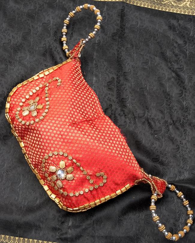 マハラーニ風の丸型おりたたみハンドバッグ - 赤系 4 - 広げたところの写真です。