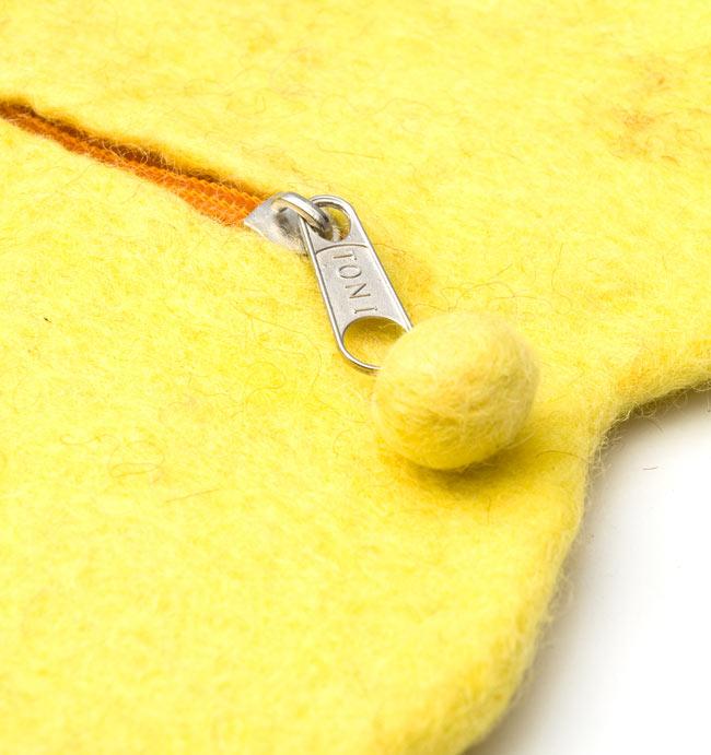 フェルトのアニマルポーチ ちょうちょ-パープル 4 - ジップにはボンボンも付いていて可愛いです。
