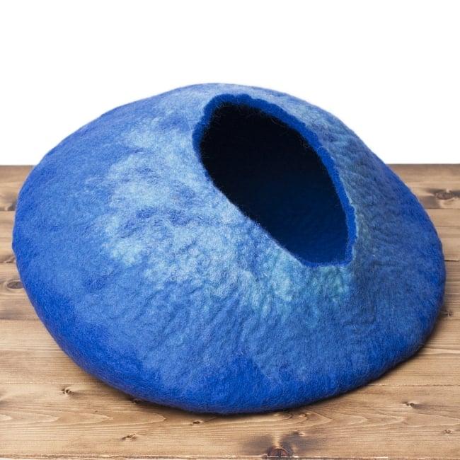 ネパールフェルトのキャットハウス ブルーの写真3 - 明るいところで見てみました。