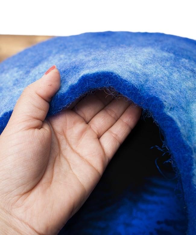 ネパールフェルトのキャットハウス ブルーの写真4 - 1cmくらい厚みのあるふかふかフェルトです。