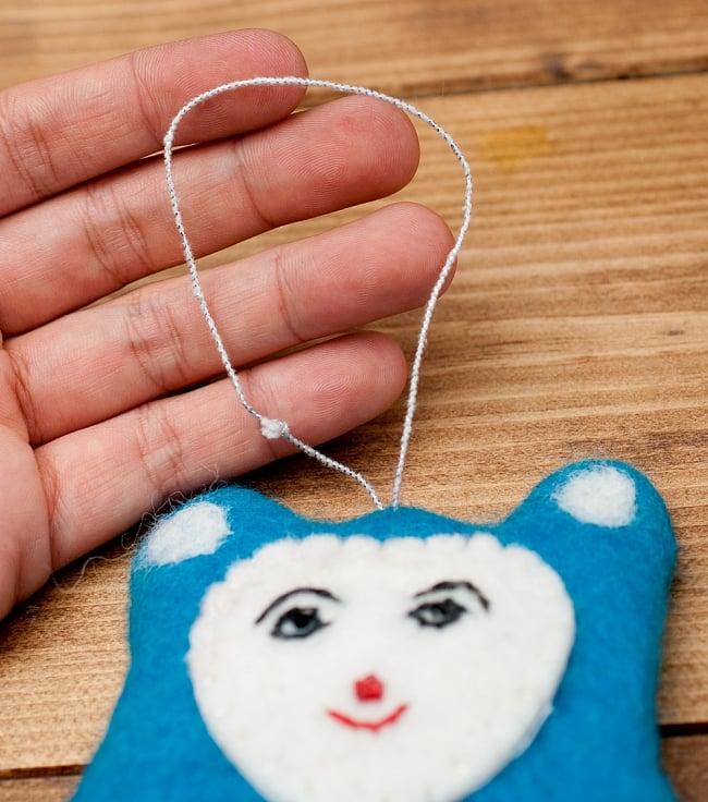大きな愛の持ち主ネズモン - ピンク 5 - ストラップ部分です。人形に対して輪っかが小さいので、これ単体でぐるりと通して付けることができません。取り付ける際は、別途キーリングを使ったりする必要があります。