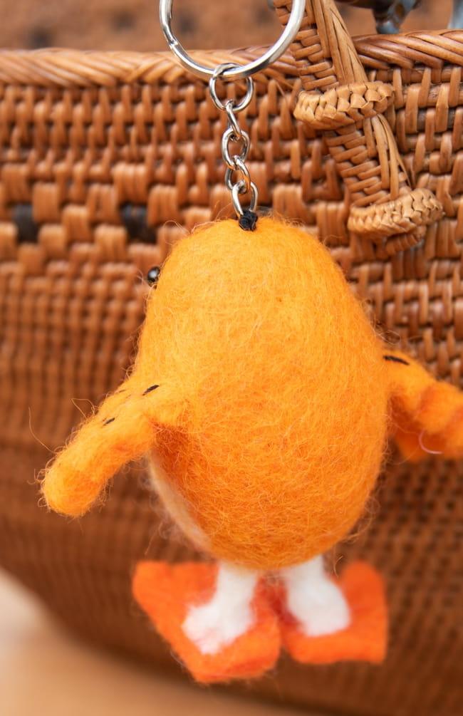 ネパールのもっちり鳥さん - オレンジ 5 - どことなく寂しそうな背中