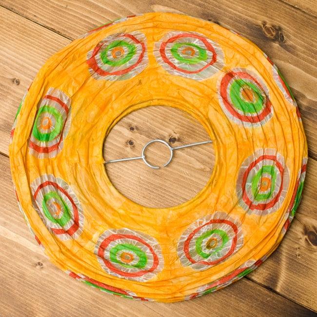 ロクタ紙ランプシェード − 円盤型 − 小(黄)の写真4 - 折りたたむとこの様になり、すっきり収納できそうです!