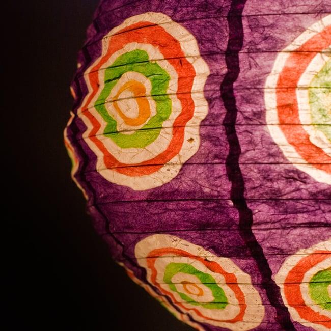 ロクタ紙ランプシェード − 円盤型 − 小(紫)の写真2 - UPにしてみました