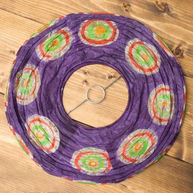 ロクタ紙ランプシェード − 円盤型 − 小(紫)の写真4 - 折りたたむとこの様になり、すっきり収納できそうです!