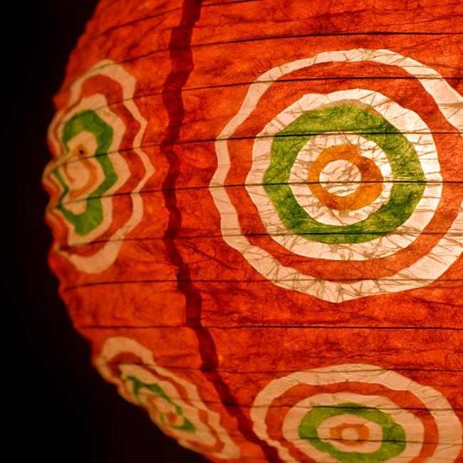 ロクタ紙ランプシェード − 円盤型 − 小(赤)の写真2 - UPにしてみました