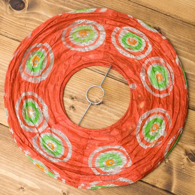 ロクタ紙ランプシェード − 円盤型 − 小(赤)の写真4 - 折りたたむとこの様になり、すっきり収納できそうです!
