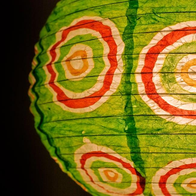 ロクタ紙ランプシェード − 円盤型 − 小(黄緑)の写真2 - UPにしてみました