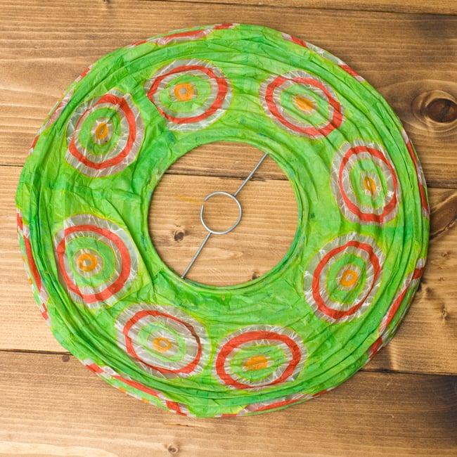 ロクタ紙ランプシェード − 円盤型 − 小(黄緑)の写真4 - 折りたたむとこの様になり、すっきり収納できそうです!