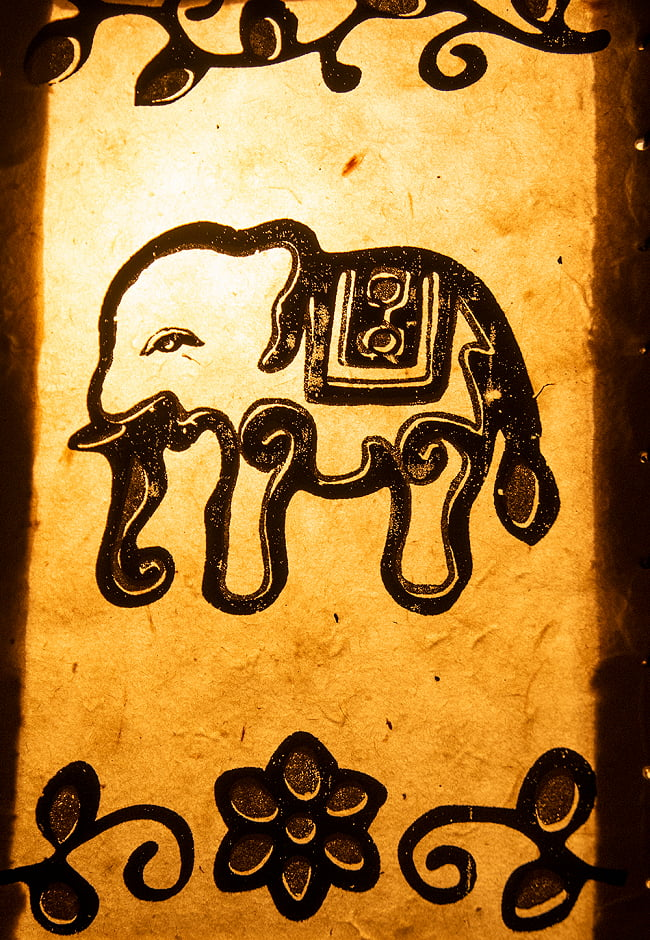ロクタ紙ランプシェード【象】(4面タイプ) 2 - 近くで見てみました。