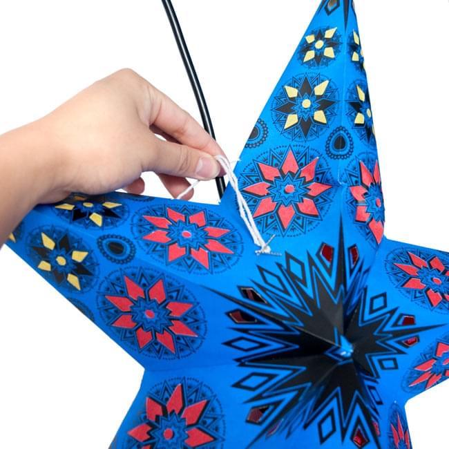 〔インドクオリティ〕星型ランプシェード - 幾何学・グリーンの写真9 - 星型に広げたら、その紐を使用し固定します。