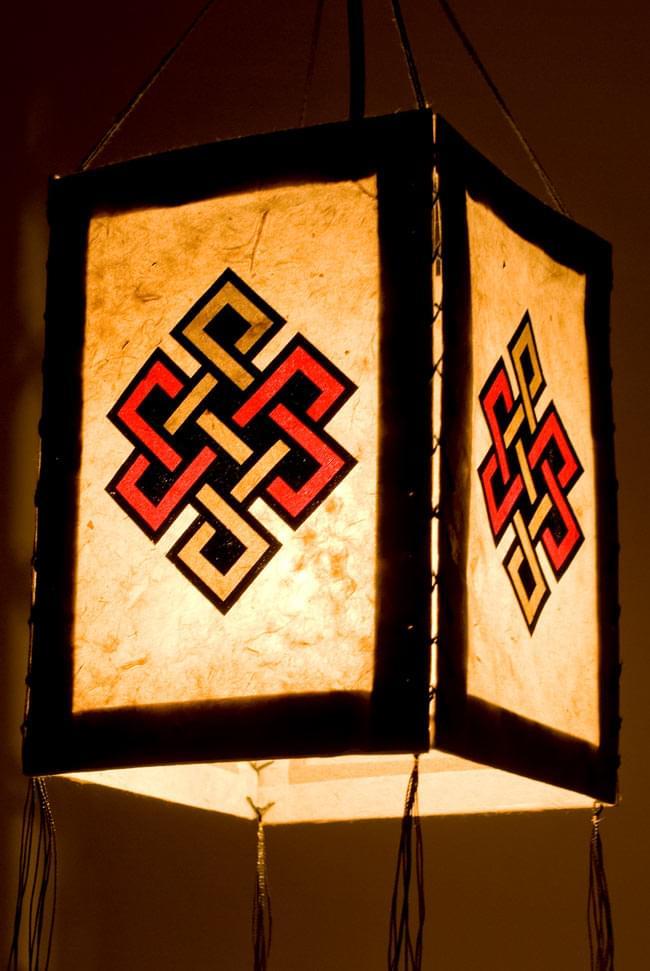 ロクタ紙 -四面ランプシェード エンドレスノットの写真