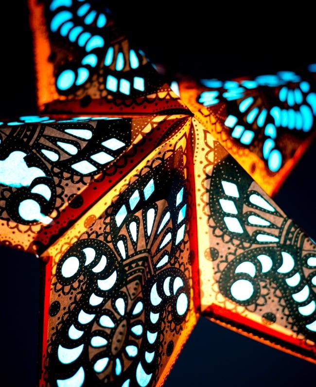 〔インドクオリティ〕星型ランプシェード - オレンジ×青の写真3 - 反対側の写真です。もちろん両面に柄がプリントされています。