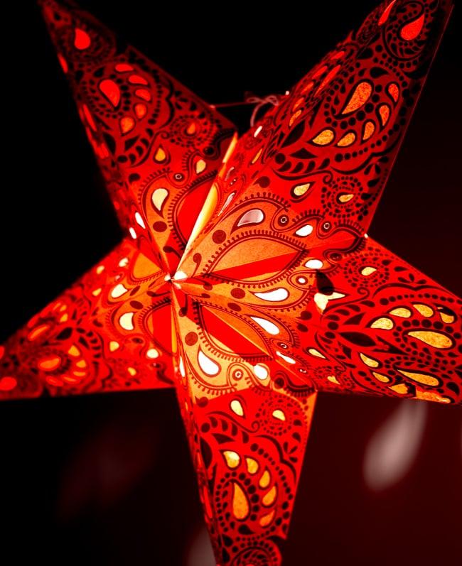 〔インドクオリティ〕星型ランプシェード - オレンジの写真2 - 横からの拡大写真です。立体感があり、一つあるだけでとっても雰囲気がです。