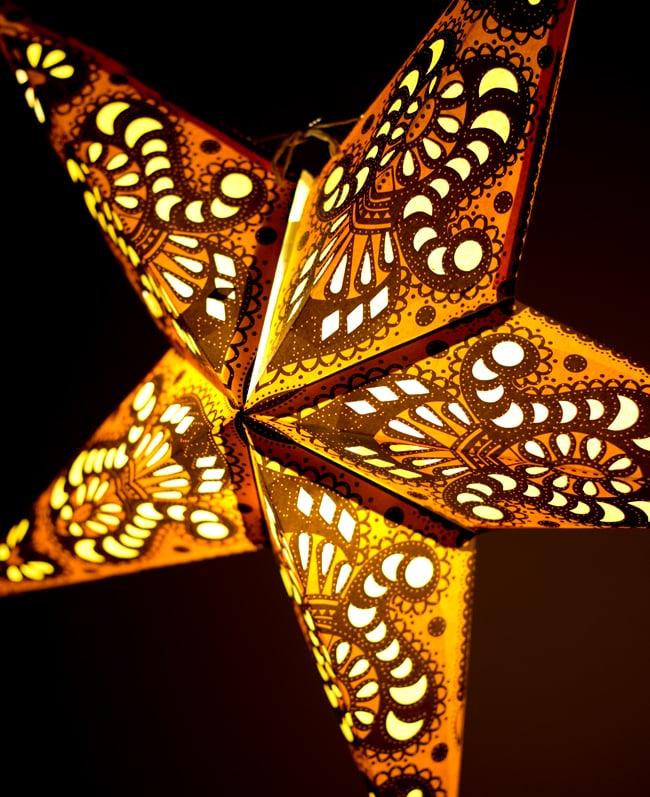 〔インドクオリティ〕星型ランプシェード - ミカンの写真2 - 横からの拡大写真です。立体感があり、一つあるだけでとっても雰囲気がです。