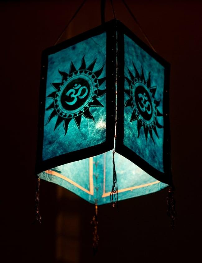 ロクタ紙 四面ランプシェード - オーン柄 4 - 下からの写真です