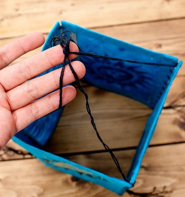 ロクタ紙 四面ランプシェード - オーン柄 9 - こちらの紐で取り付けます