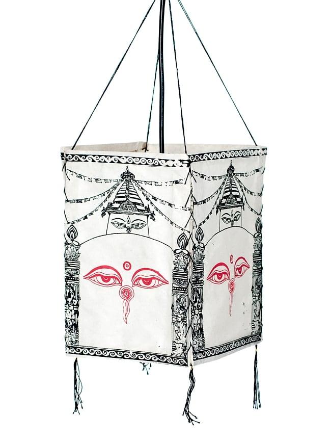 ロクタ紙 四面ランプシェード - ストゥーパとブッダアイ 5 - 明るいところでの写真です。吊るすだけでもオシャレです。