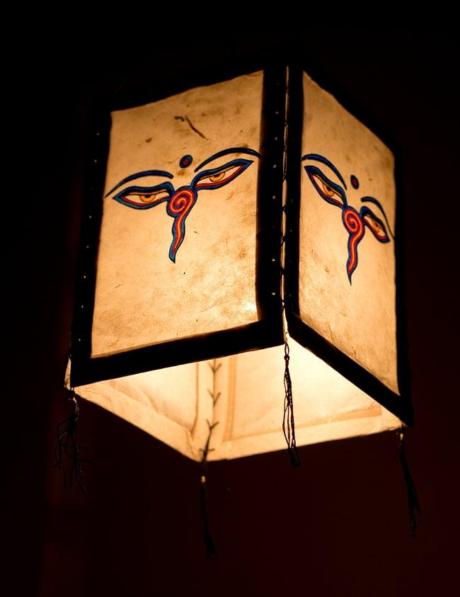 ロクタ紙 四面ランプシェード - ブッダアイ 4 - 下からの写真です