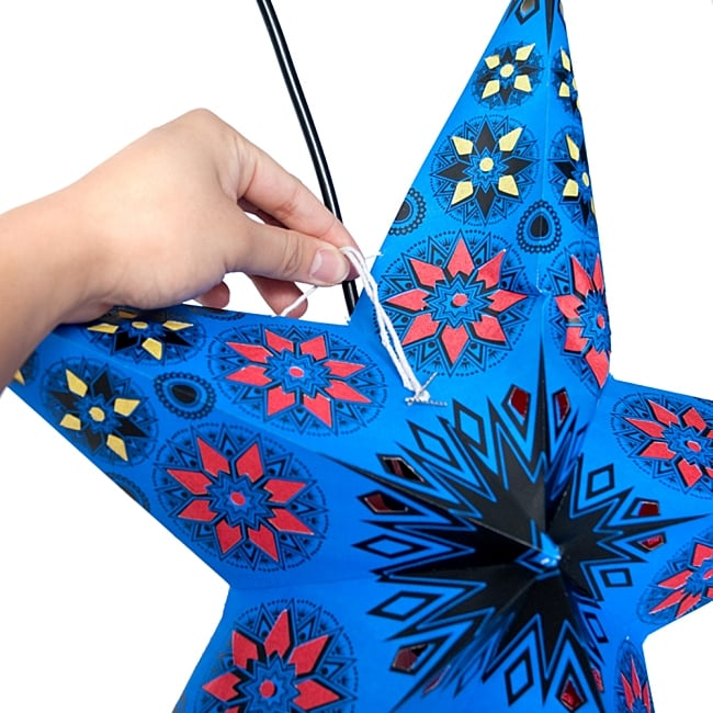 星型ランプシェード〔インドクオリティ〕 - フラワー・グリーン 10 - 星型に広げたら、その紐を使用し固定します。