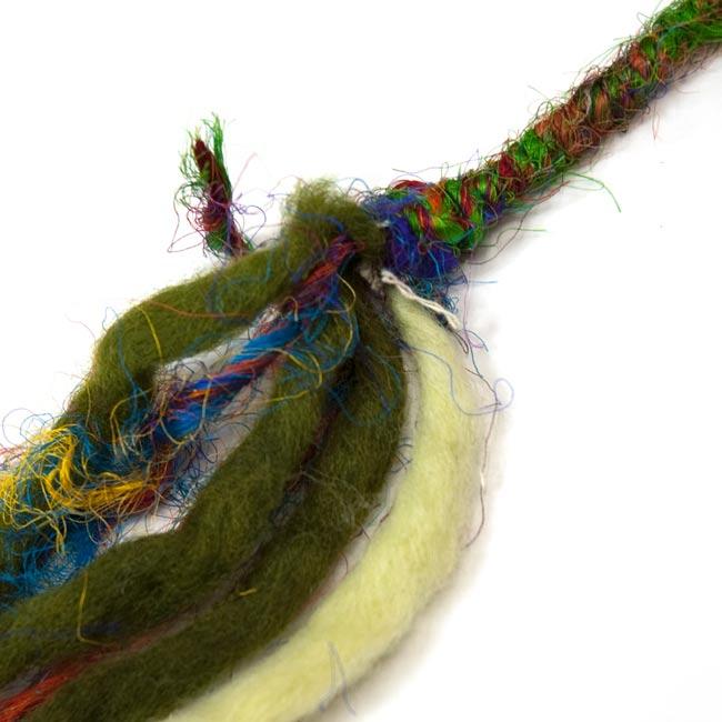 ぐねぐねワイヤー入り・ふわふわカラフルブレスレット - 緑系 3 - 部分拡大です。