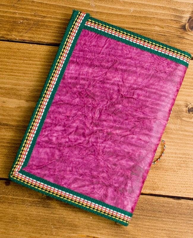 〈18cm×13cm〉インドの神様柄メモ帳 ガネーシャ 2 - ボールペンと大きさを比べてみました。