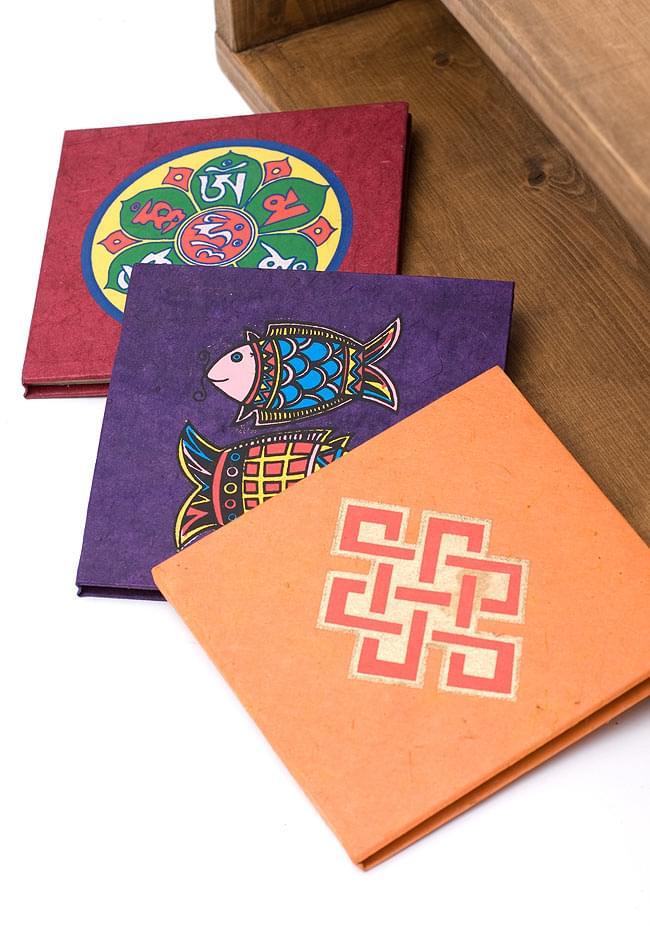 ロクタ紙エンドレスノット柄ノートブック(CDサイズ)の写真4 - 色々な柄と色がありますので、お好きな柄をお選びいただけます。(写真は、イメージです)