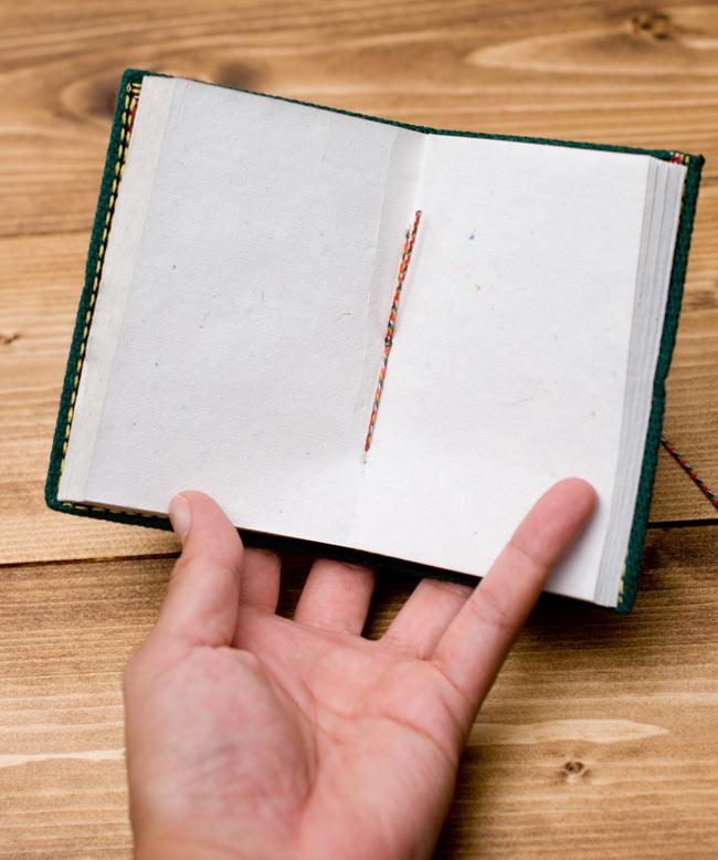 〈12.8cm×8.5cm〉インドの神様柄紙メモ帳 - ガネーシャの写真9 - 中はこのようになっております。紙には環境に優しい再生紙を使用しています。温もりを感じる素朴な紙がとても魅力的で味わい深い一品です。